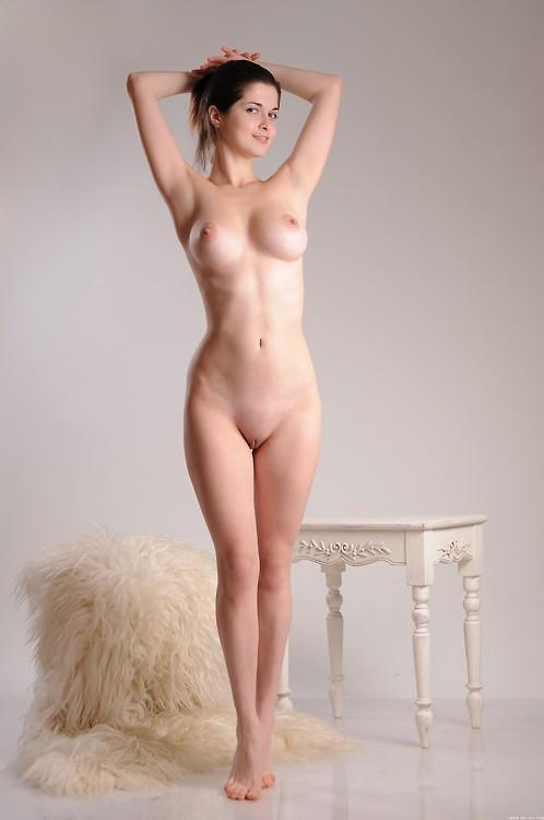 nude brunette shaved virgin pussy pics